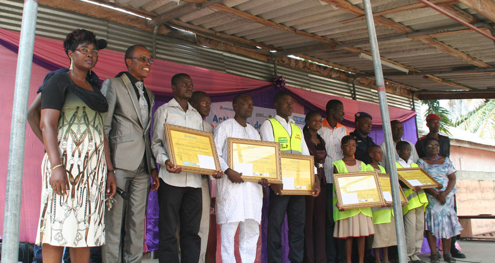 Les lauréats et les autorités lors de la remise des prix